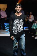Prateik Babbar at Little Shilpa Show at Lakme Fashion Week 2016 on 28th Aug 2016 (311)_57c3c37c65bb2.JPG