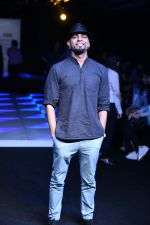 Raghu Ram at Little Shilpa Show at Lakme Fashion Week 2016 on 28th Aug 2016 (308)_57c3c38d4e53a.JPG