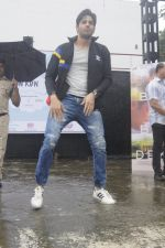 Sidharth Malhotra at a promotional event on 28th Aug 2016 (15)_57c3c2e0c70e4.JPG