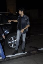 Sidharth Malhotra snapped at airport on 28th Aug 2016 (2)_57c3c308ba0e7.JPG