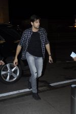 Sidharth Malhotra snapped at airport on 28th Aug 2016 (4)_57c3c30a5510e.JPG