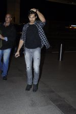 Sidharth Malhotra snapped at airport on 28th Aug 2016 (9)_57c3c30e6a896.JPG