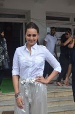 Sonakshi Sinha promote Akira in Mumbai on 28th Aug 2016 (11)_57c3d0298ff41.JPG