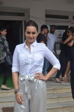 Sonakshi Sinha promote Akira in Mumbai on 28th Aug 2016 (12)_57c3d02a6078c.JPG