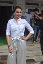 Sonakshi Sinha promote Akira in Mumbai on 28th Aug 2016 (15)_57c3d02db9216.JPG