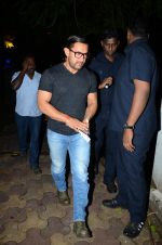 Aamir with his Dangal team snapped at Hakassan on 29th Aug 2016 (17)_57c54fce69c79.JPG