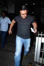Aamir with his Dangal team snapped at Hakassan on 29th Aug 2016 (6)_57c54fca6020b.JPG