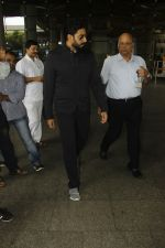 Abhishek Bachchan snapped at airport on 29th Aug 2016 (24)_57c5493eacce6.JPG