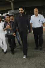 Abhishek Bachchan snapped at airport on 29th Aug 2016 (28)_57c54965683ad.JPG