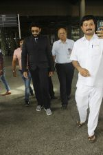 Abhishek Bachchan snapped at airport on 29th Aug 2016 (26)_57c5494f83e1e.JPG
