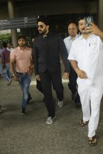Abhishek Bachchan snapped at airport on 29th Aug 2016 (27)_57c54959e3bba.JPG