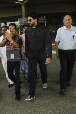 Abhishek Bachchan snapped at airport on 29th Aug 2016 (29)_57c5496d4597c.JPG
