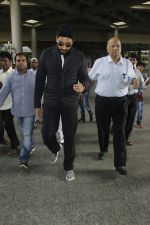 Abhishek Bachchan snapped at airport on 29th Aug 2016 (31)_57c5497c0a7ab.JPG