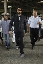 Abhishek Bachchan snapped at airport on 29th Aug 2016 (32)_57c549843c280.JPG