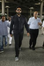Abhishek Bachchan snapped at airport on 29th Aug 2016 (33)_57c54991789cd.JPG