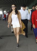 Alia Bhatt snapped at airport on 30th Aug 2016 (36)_57c5596aeff8a.JPG