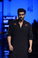 Arjun Kapoor walk the ramp for Kunal Rawal Show at Lakme Fashion Week 2016 on 28th Aug 2016 (100)_57c545358d5b9.JPG