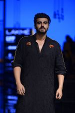 Arjun Kapoor walk the ramp for Kunal Rawal Show at Lakme Fashion Week 2016 on 28th Aug 2016 (102)_57c5454c8f0ad.JPG
