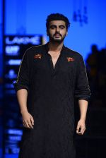 Arjun Kapoor walk the ramp for Kunal Rawal Show at Lakme Fashion Week 2016 on 28th Aug 2016 (104)_57c5456dc9e2e.JPG