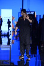 Arjun Kapoor walk the ramp for Kunal Rawal Show at Lakme Fashion Week 2016 on 28th Aug 2016 (88)_57c544c055e8f.JPG