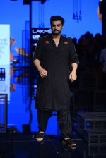 Arjun Kapoor walk the ramp for Kunal Rawal Show at Lakme Fashion Week 2016 on 28th Aug 2016 (90)_57c544d1c8605.JPG