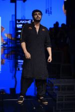 Arjun Kapoor walk the ramp for Kunal Rawal Show at Lakme Fashion Week 2016 on 28th Aug 2016 (93)_57c544e69114a.JPG