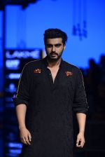Arjun Kapoor walk the ramp for Kunal Rawal Show at Lakme Fashion Week 2016 on 28th Aug 2016 (98)_57c54521480e9.JPG