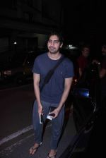 Ayan Mukerji snapped in Bandra on 29th Aug 2016 (18)_57c5507c62c99.JPG