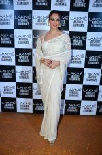Bipasha Basu at Sabyasachi Show Grand Finale at Lakme Fashion Week 2016 on 28th Aug 2016 (62)_57c54416bb6f2.JPG