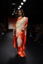 Bipasha Basu walk the ramp for Sanjukta Dutta Show at Lakme Fashion Week 2016 on 28th Aug 2016 (3)_57c52ed06aefb.JPG