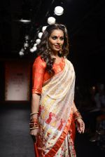 Bipasha Basu walk the ramp for Sanjukta Dutta Show at Lakme Fashion Week 2016 on 28th Aug 2016 (7)_57c5409c97b5a.JPG