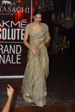 Deepika Padukone at Sabyasachi Show Grand Finale at Lakme Fashion Week 2016 on 28th Aug 2016 (220)_57c54325411c2.JPG