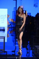 Diandra Soares walk the ramp for Kunal Rawal Show at Lakme Fashion Week 2016 on 28th Aug 2016 (70)_57c545940e482.JPG