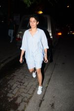 Fatima Sana Shaikh with Dangal team snapped at Hakassan on 29th Aug 2016 (10)_57c54ff2bef44.JPG