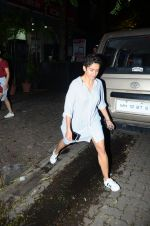 Fatima Sana Shaikh with Dangal team snapped at Hakassan on 29th Aug 2016 (11)_57c54ff497537.JPG