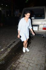Fatima Sana Shaikh with Dangal team snapped at Hakassan on 29th Aug 2016 (12)_57c54ff66e2c6.JPG
