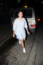 Fatima Sana Shaikh with Dangal team snapped at Hakassan on 29th Aug 2016 (13)_57c54ff83eed6.JPG