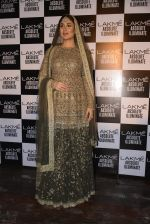 Kareena Kapoor walk the ramp for Sabyasachi Show Grand Finale at Lakme Fashion Week 2016 on 28th Aug 2016 (172)_57c5433488f01.JPG
