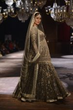 Kareena Kapoor walk the ramp for Sabyasachi Show Grand Finale at Lakme Fashion Week 2016 on 28th Aug 2016 (185)_57c5439c073f6.JPG