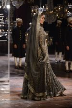 Kareena Kapoor walk the ramp for Sabyasachi Show Grand Finale at Lakme Fashion Week 2016 on 28th Aug 2016 (189)_57c543b9c004e.JPG