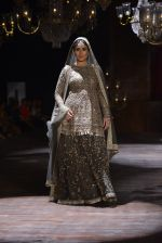 Kareena Kapoor walk the ramp for Sabyasachi Show Grand Finale at Lakme Fashion Week 2016 on 28th Aug 2016 (192)_57c543d6d42f8.JPG