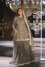 Kareena Kapoor walk the ramp for Sabyasachi Show Grand Finale at Lakme Fashion Week 2016 on 28th Aug 2016 (195)_57c54400c43fc.JPG