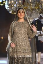 Kareena Kapoor walk the ramp for Sabyasachi Show Grand Finale at Lakme Fashion Week 2016 on 28th Aug 2016 (199)_57c5442609a11.JPG