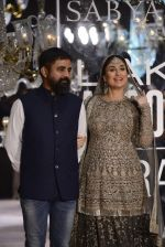Kareena Kapoor walk the ramp for Sabyasachi Show Grand Finale at Lakme Fashion Week 2016 on 28th Aug 2016 (234)_57c545a68bbfc.JPG