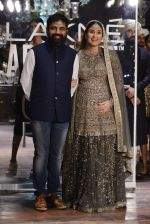 Kareena Kapoor walk the ramp for Sabyasachi Show Grand Finale at Lakme Fashion Week 2016 on 28th Aug 2016 (244)_57c546475fe4e.JPG
