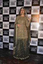 Kareena Kapoor walk the ramp for Sabyasachi Show Grand Finale at Lakme Fashion Week 2016 on 28th Aug 2016 (252)_57c5466ebe12f.JPG