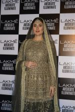 Kareena Kapoor walk the ramp for Sabyasachi Show Grand Finale at Lakme Fashion Week 2016 on 28th Aug 2016 (254)_57c5467e3e057.JPG