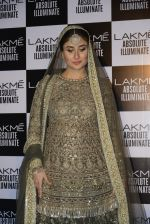 Kareena Kapoor walk the ramp for Sabyasachi Show Grand Finale at Lakme Fashion Week 2016 on 28th Aug 2016 (255)_57c54683d5d67.JPG
