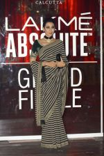 Karisma Kapoor at Sabyasachi Show Grand Finale at Lakme Fashion Week 2016 on 28th Aug 2016 (230)_57c5435f83800.JPG