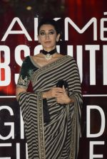 Karisma Kapoor at Sabyasachi Show Grand Finale at Lakme Fashion Week 2016 on 28th Aug 2016 (232)_57c543720d1cd.JPG